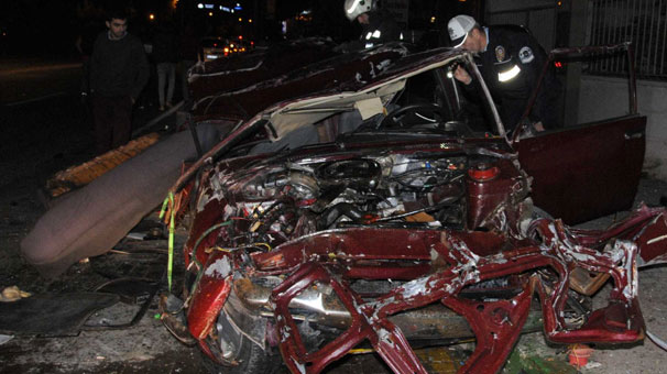 Paramparça Olan Arabanın İçinden Sağ çıktılar