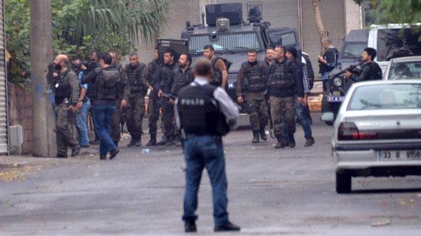 Diyarbakır'da şiddetli devam ediyor.