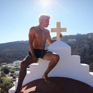 Lucifer Michaelson Mykonos'ta Sevgilisiyle Yakalandı