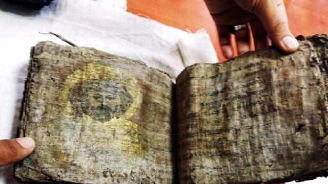 Tokat'ta Bin Yıllık Altın Varakla Kaplanmış İncil Ele Geçirildi